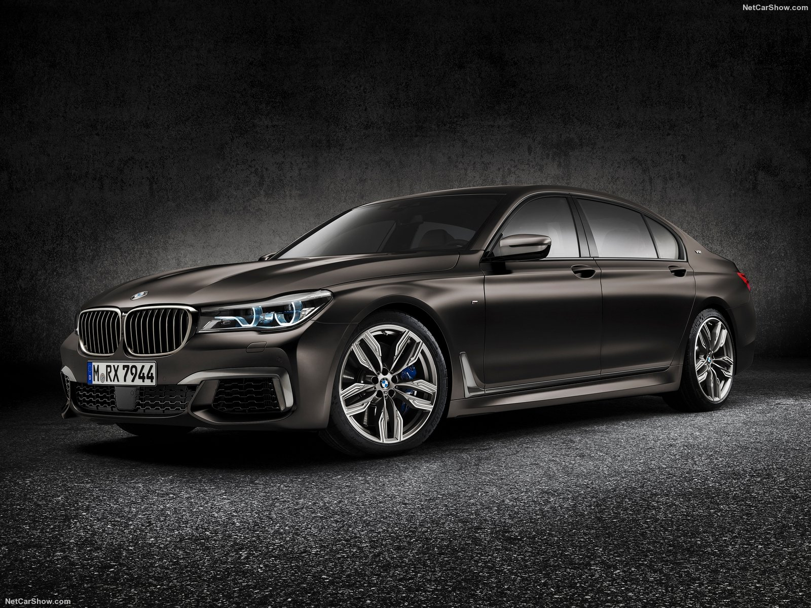 BMW-M760Li_xDrive_2016